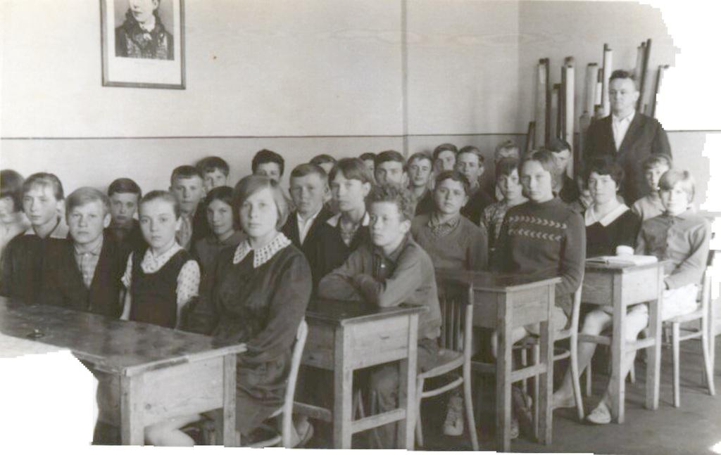 Pan Tadeusz Franek z klasą rocznik 1953.jpeg