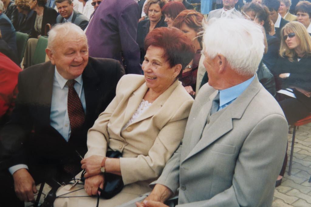 Pan Franek i Państwo Gibkowie - Nadanie Imienia VI 2003.jpeg