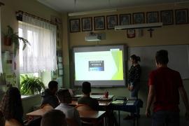 Galeria Jak uchronić się przed zagrożeniami płynącymi z Internetu?- przygotowanie i pokaz prezentacji przygotowanych przez uczniów 8 klasy