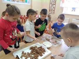 Galeria Przedszkolaki pieką pierniczki w dniu 4 grudnia 2019 roku
