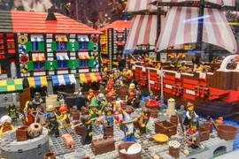 """Galeria Uczniowie klas IV - V na wystawie  budowli z klocków Lego """"Inwazja Gigantów"""" w dniu 12 .12.2018 roku"""