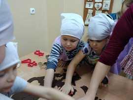 Galeria Przedszkolaki wspierają Dom Dziecka w Sowczycach