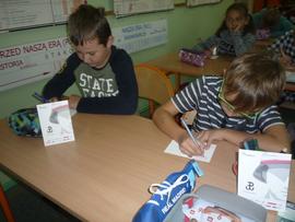 Galeria Uczniowie klas I - VIII piszą kartki dla Powstańca